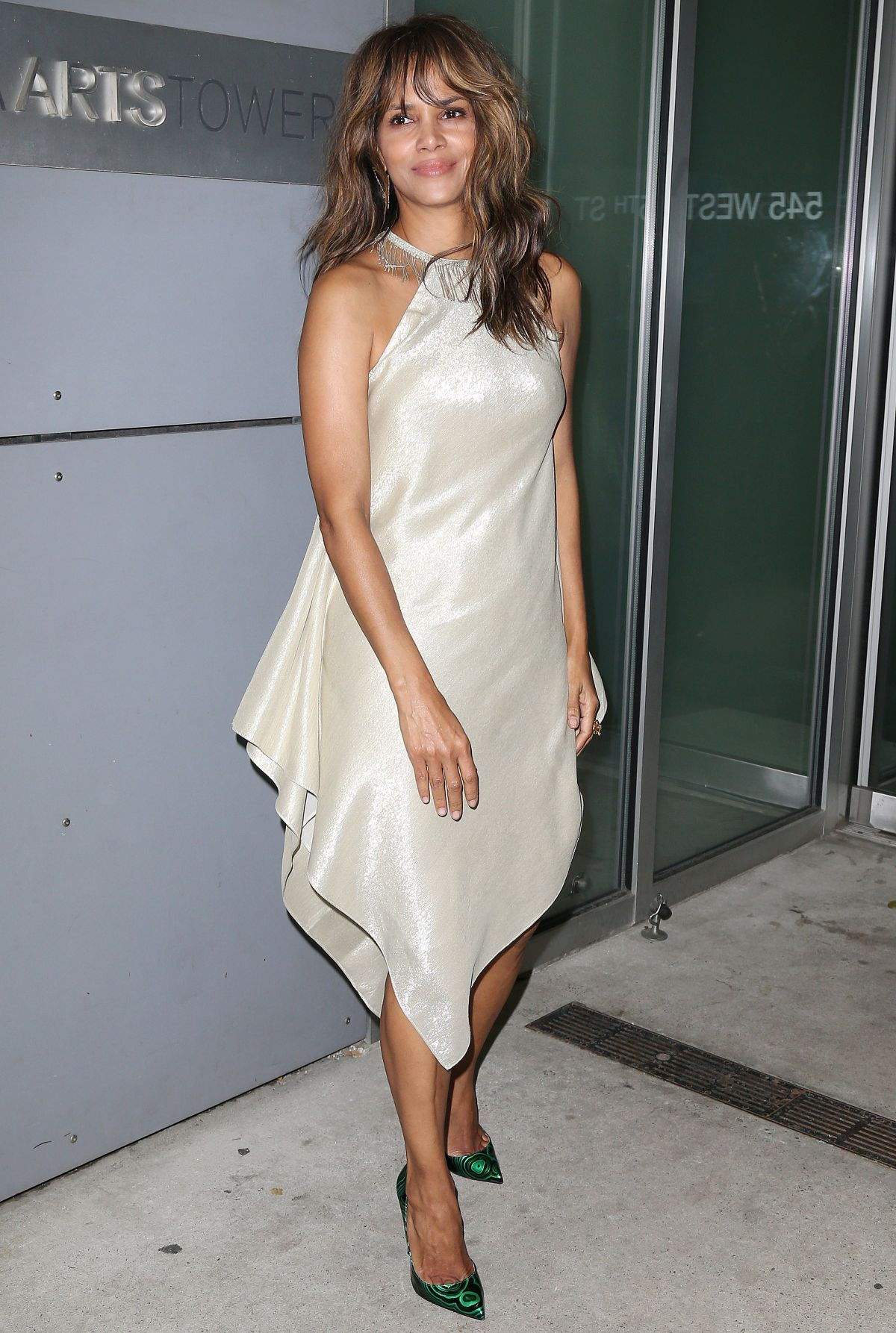 HALLE BERRY at Revlon's 2nd Annual Love is on Million Dollar ...