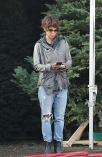 HALLE BERRY Shopping for a Christmas Tree in West Hollywood 12/05/2016