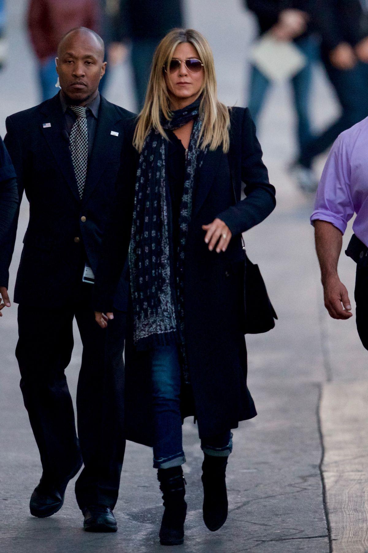 JENNIFER ANISTON Arrives at Jimmy Kimmel Live in Hollywood 12/08/2016   jennifer-aniston-arrives-at-jimmy-kimmel-live-in-hollywood-12-08-2016_7
