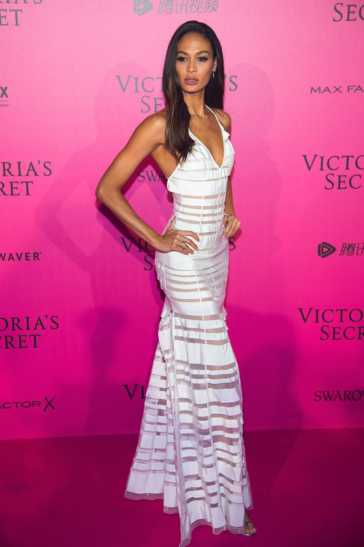 Models hit the pink carpet for the 2017 Victoria s Secret 48