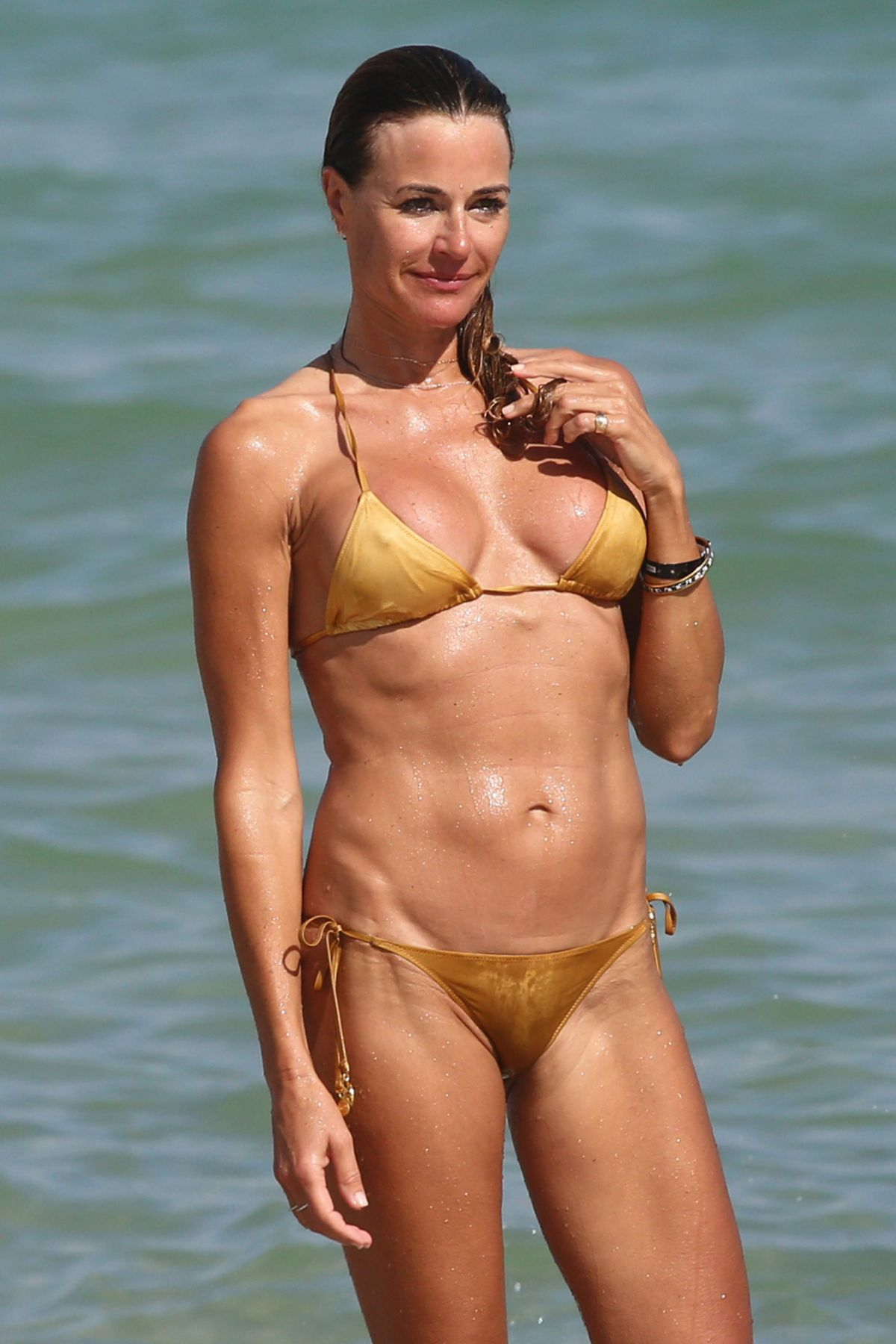 Und der goldene Bikini — bild 15
