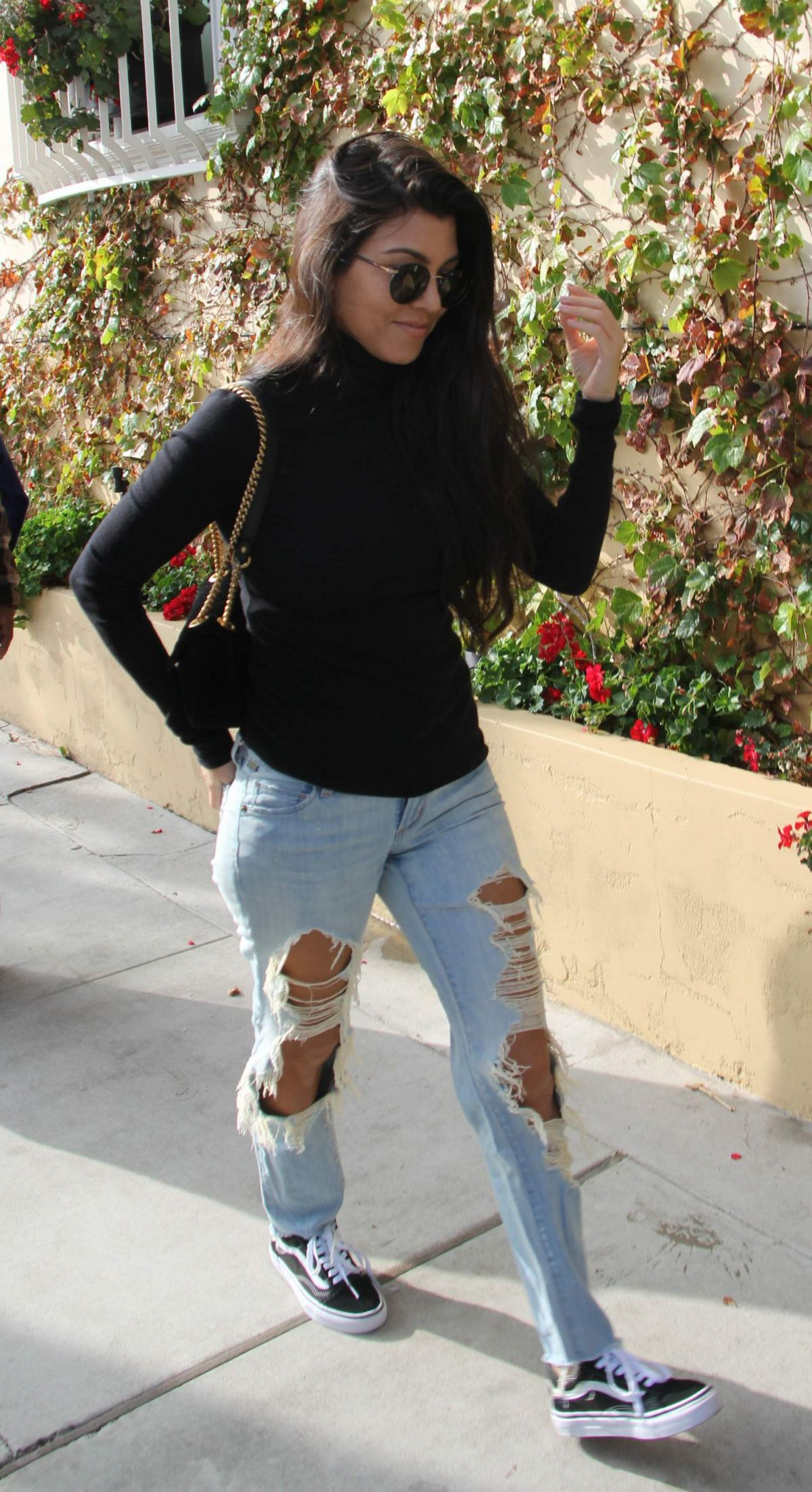 KOURTNEY KARDASHIAN in Ripped Jeans Leaves Il Pastaio in Beverly Hills 12/13/2016