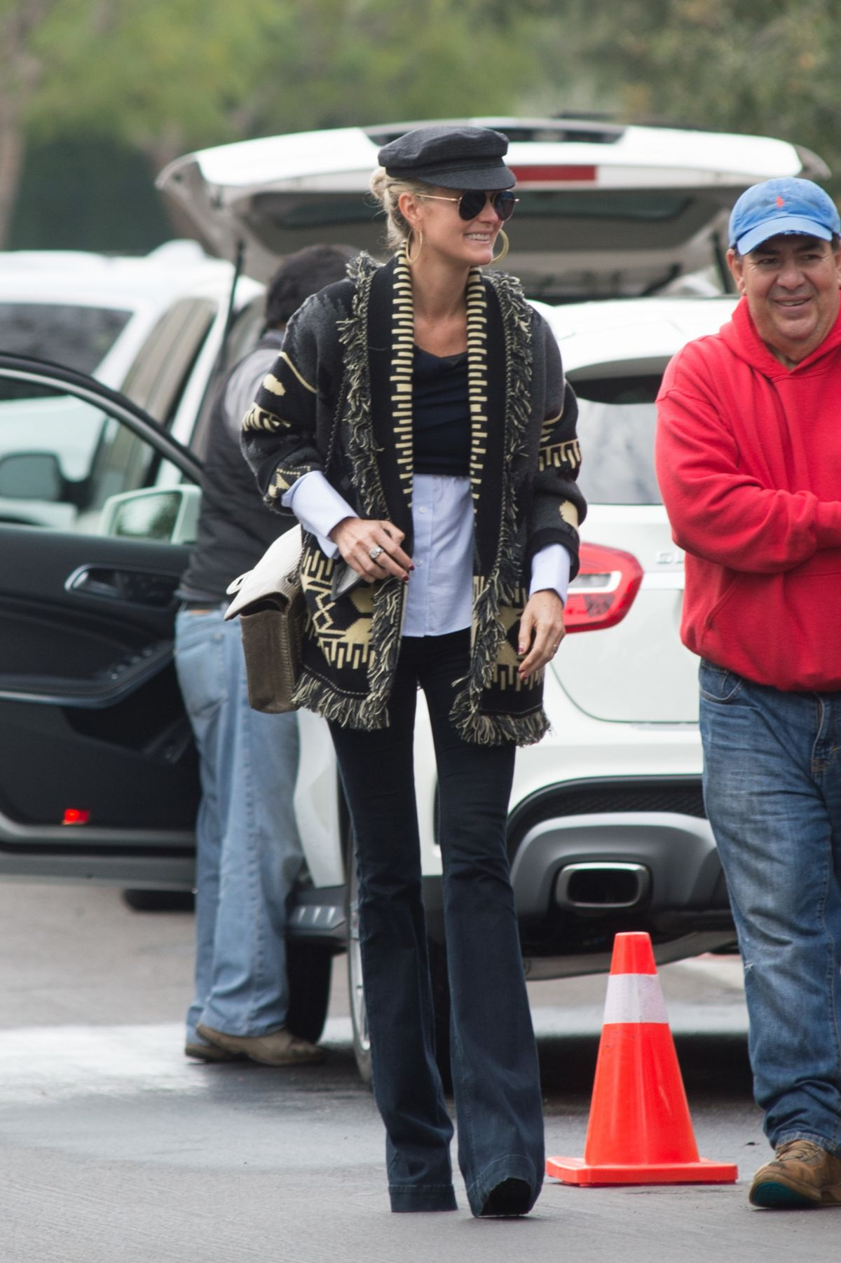 LAETICIA HALLYDAY Leaves Her Home in Los Angeles 12/12/2016