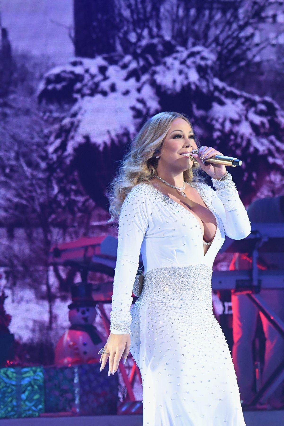 Mariah Carey Christmas Tour 2020 Beacon Theatre MARIAH CAREY Performs at Christmas Show at Beacon Theatre 12/05