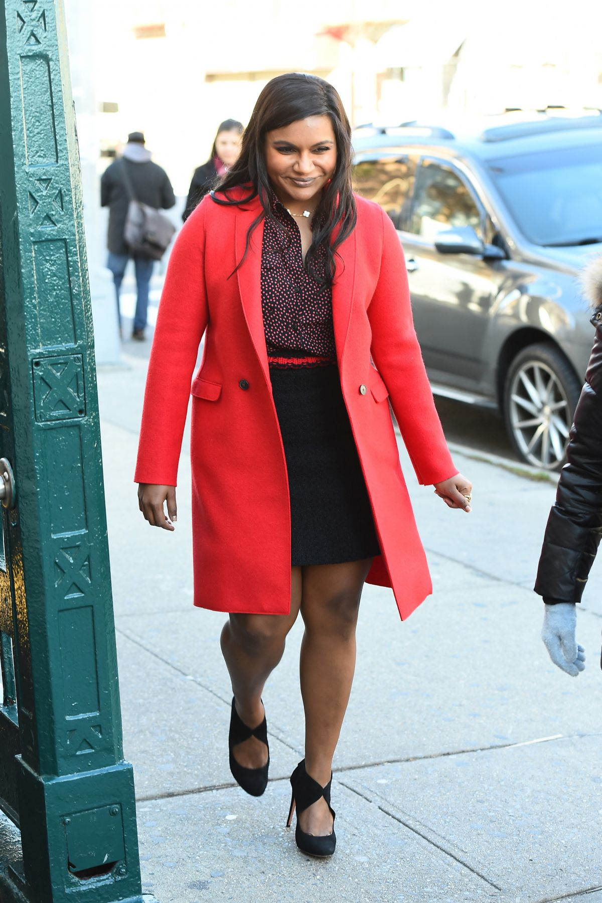 Mindy Kaling On The Set Of Ocean S Eight In New York 12 03 2016 Hawtcelebs