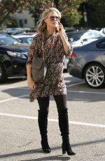 MOLLY SIMS Shopping at Saks Fifth Avenue in Beverly Hills 12/08/2016