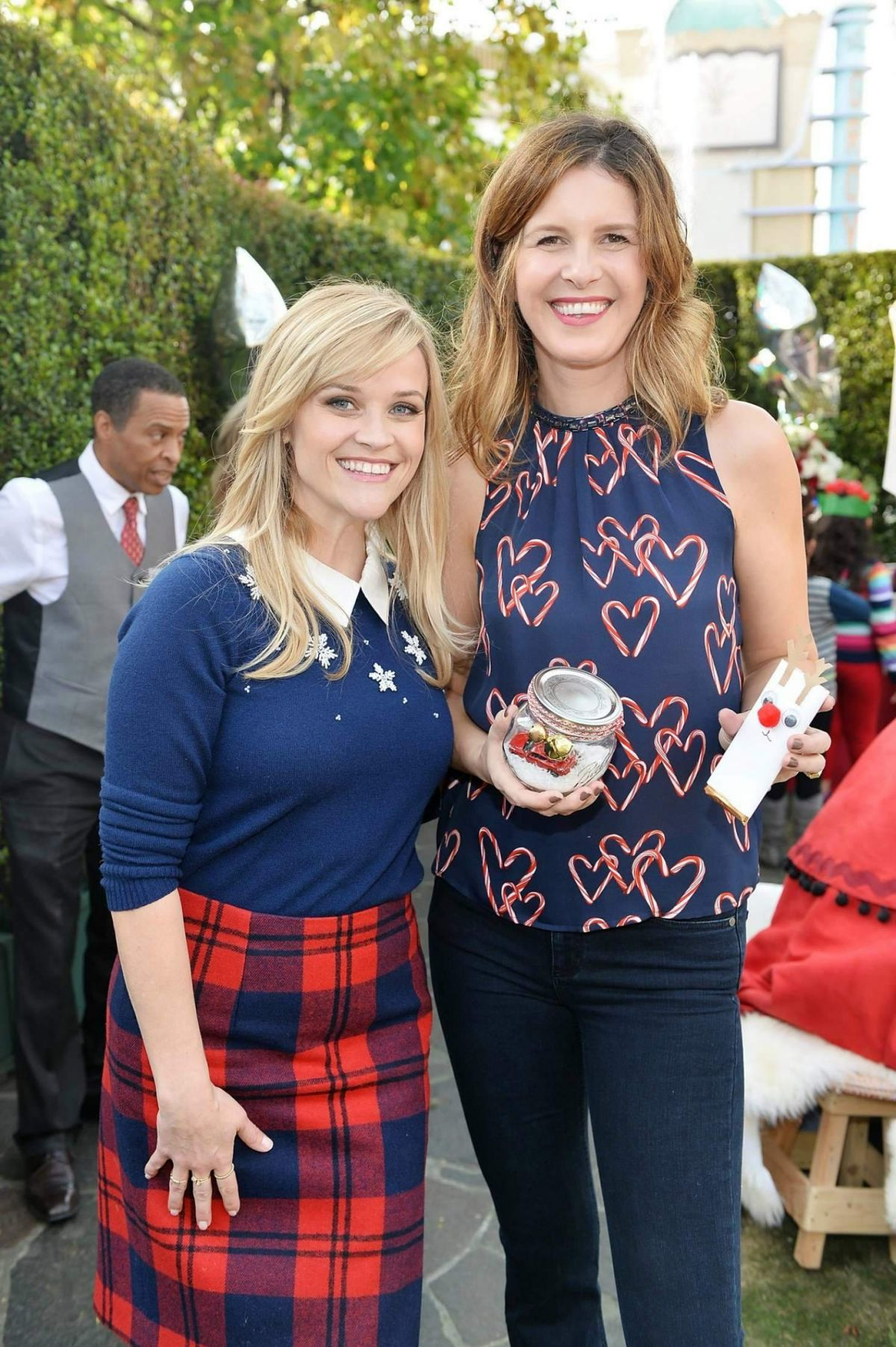 REESE WITHERSPOON at Tiny Prints Presents baby2baby Snow Day in Los on the grove madewell, the grove mall, the grove santa, the grove in la, the grove of anaheim,