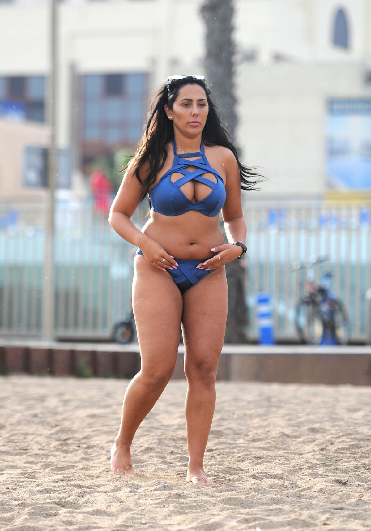 Sophie bikini video — 9