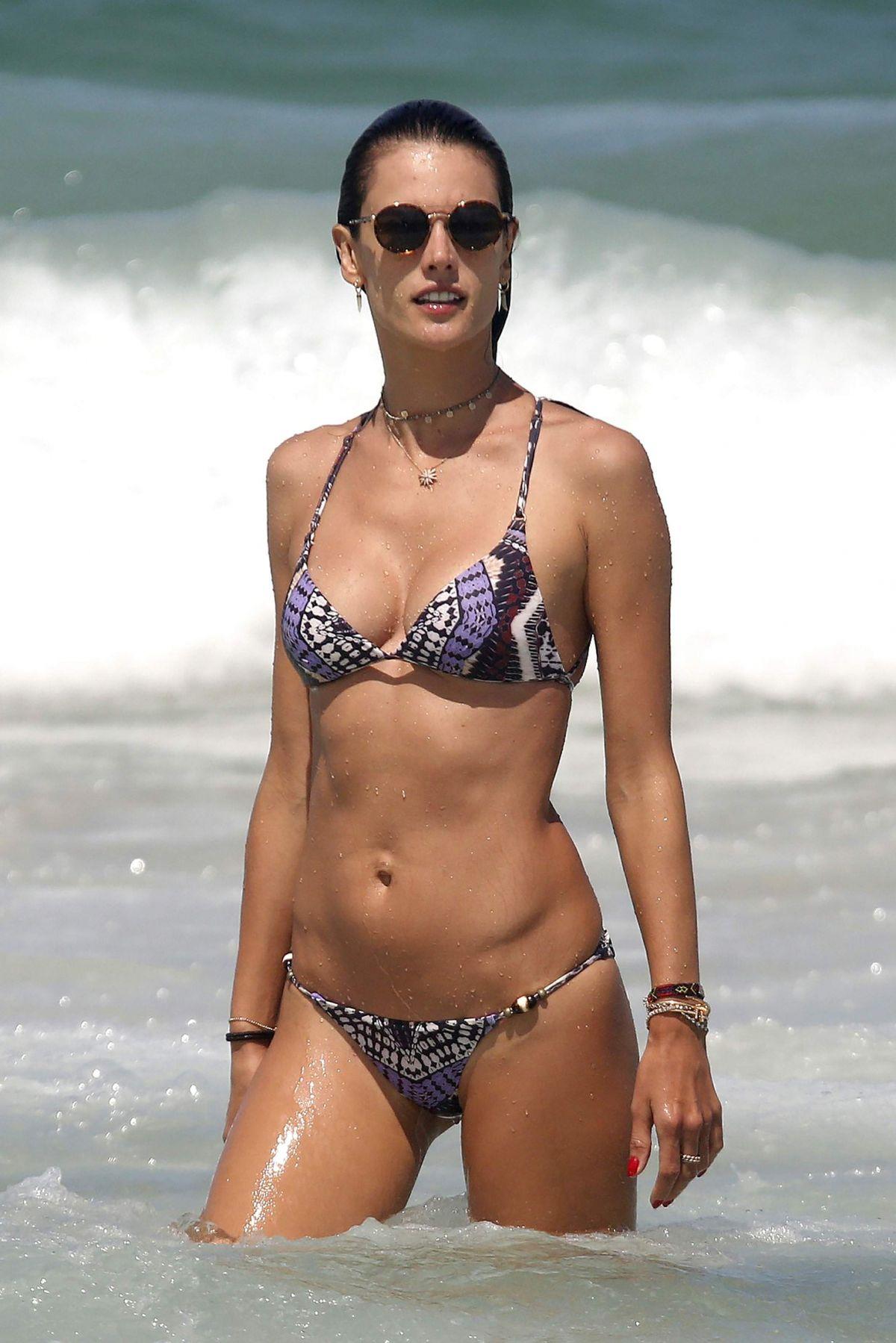 Alessandra Ambrosio Bikini Nude Photos 82