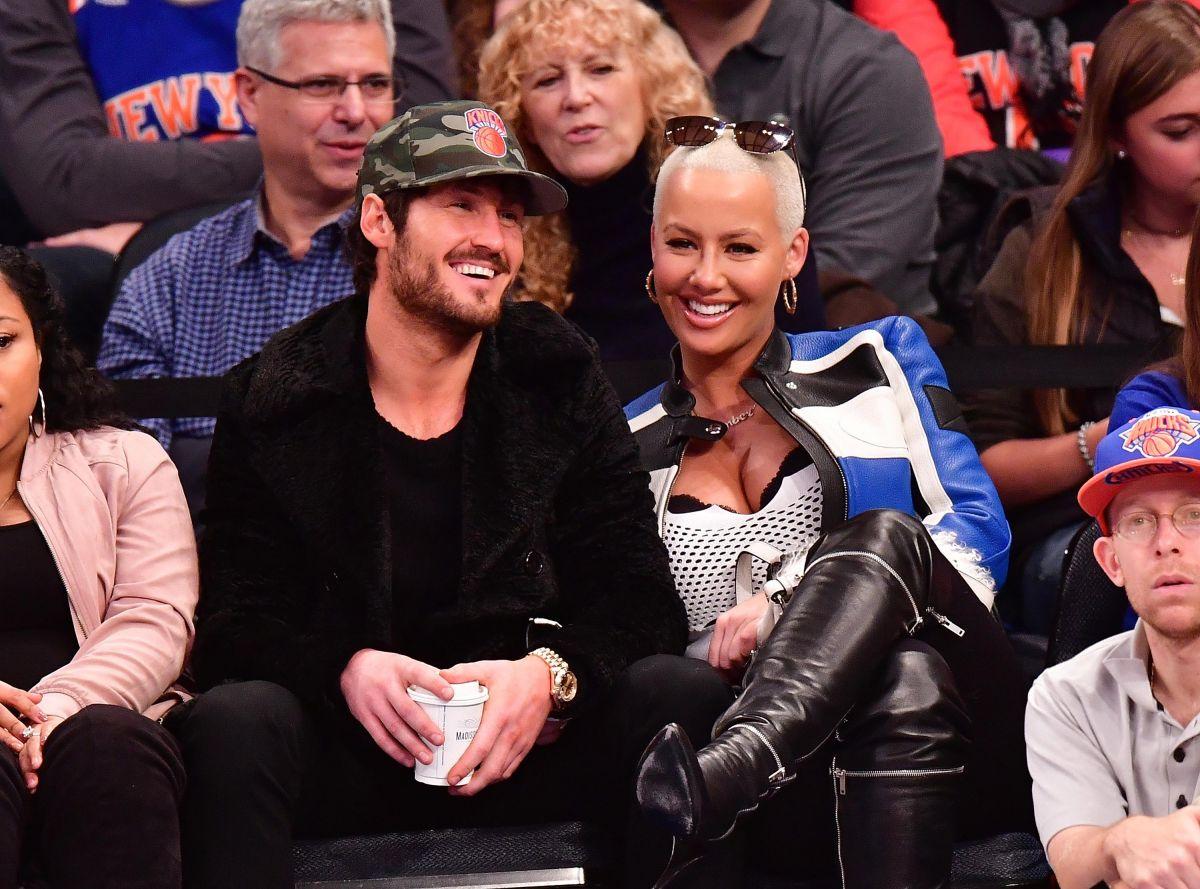 AMBER ROSE at Knicks Game in New York 01/16/2017