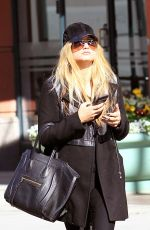 CARRIE UNDERWOOD Out and About in Beverly Hills 01/26/2017
