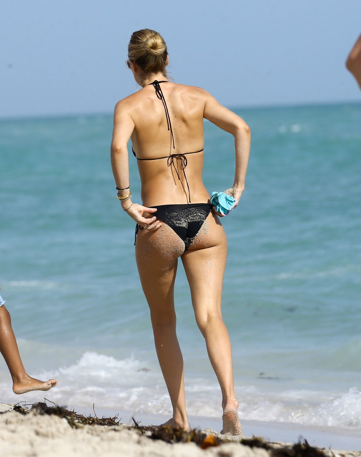 2735c6a414b67 DOUTZEN KROES in Bikini at a Beach in Miami