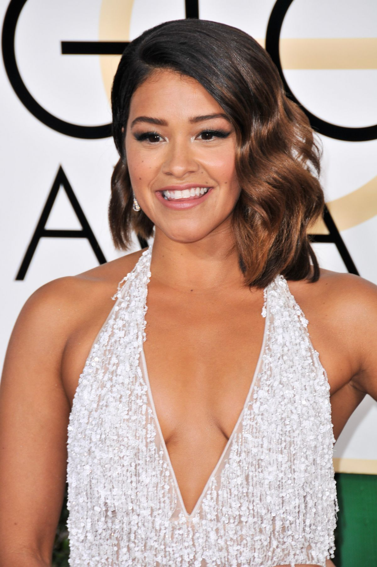 Gina Rodriguez Makeup Golden Globes 2017 | The Beauty Vanity