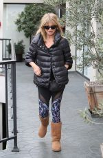 GOLDIE HAWN Heads to a Hair Salon in Los Angeles 01/03/2017