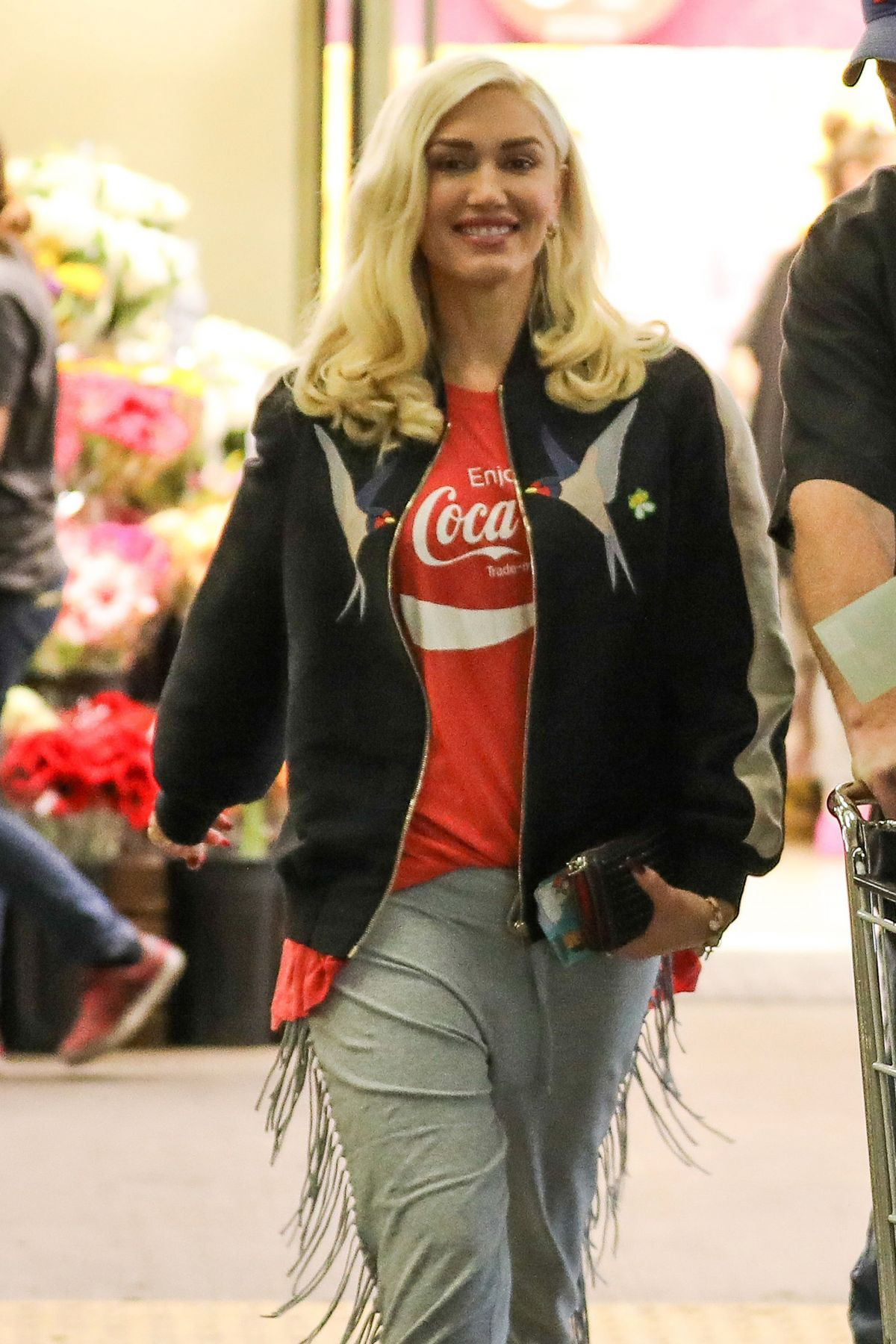 GWEN STEFANI Leaves Whole Foods in Beverly Hills 01/13/2017