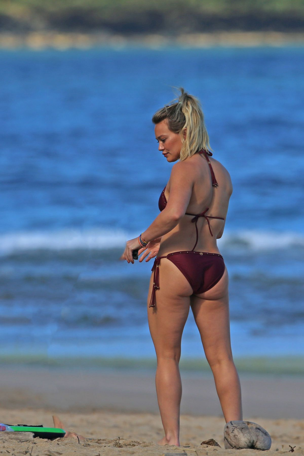 hilary-duff-in-bikini-at-a-beach-in-hawa
