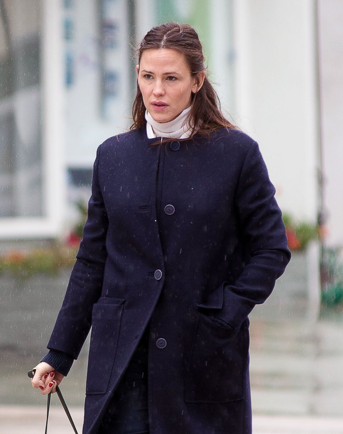 JENNIFER GARNER Heading to a Church Service in Los Angeles 01/22/2017
