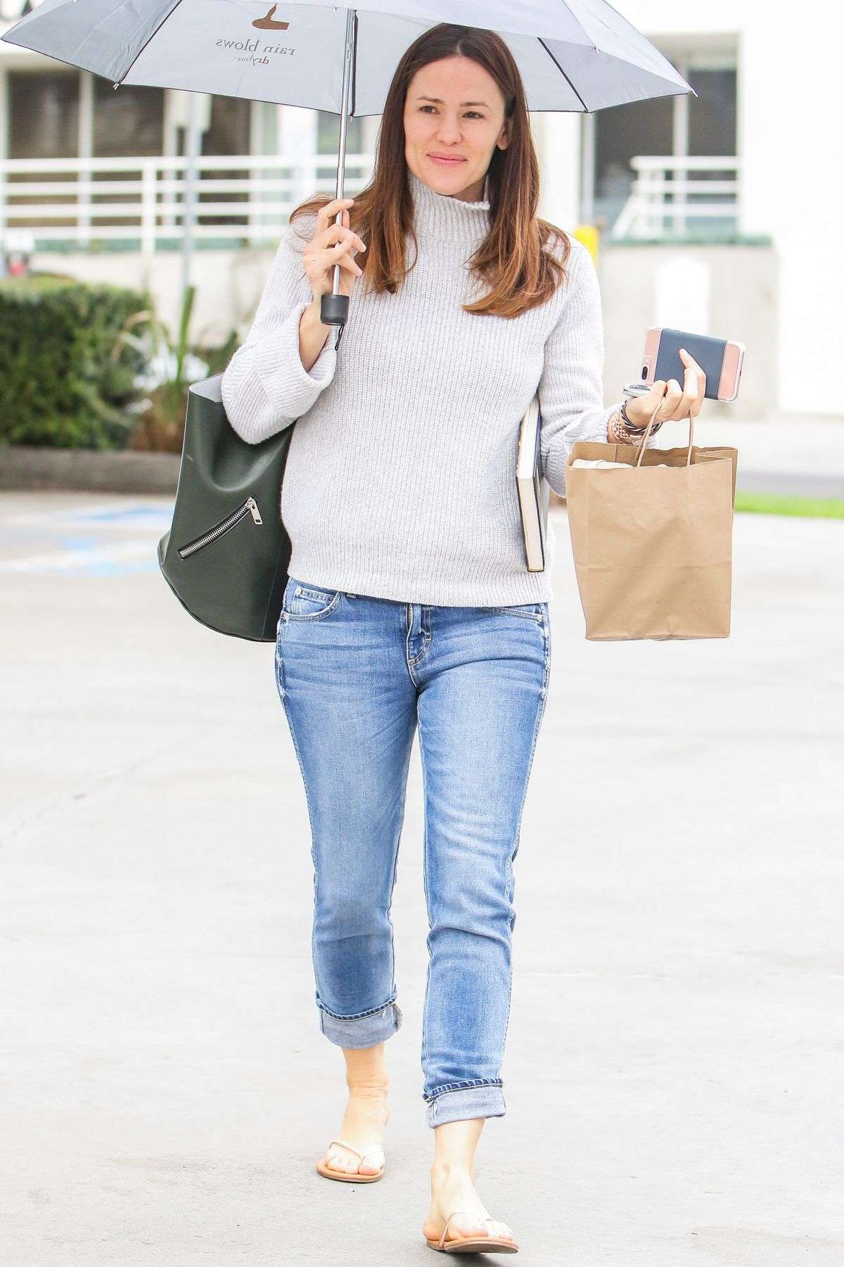 JENNIFER GARNER Out on a Rainy Day in Brentwood 01/10/2017