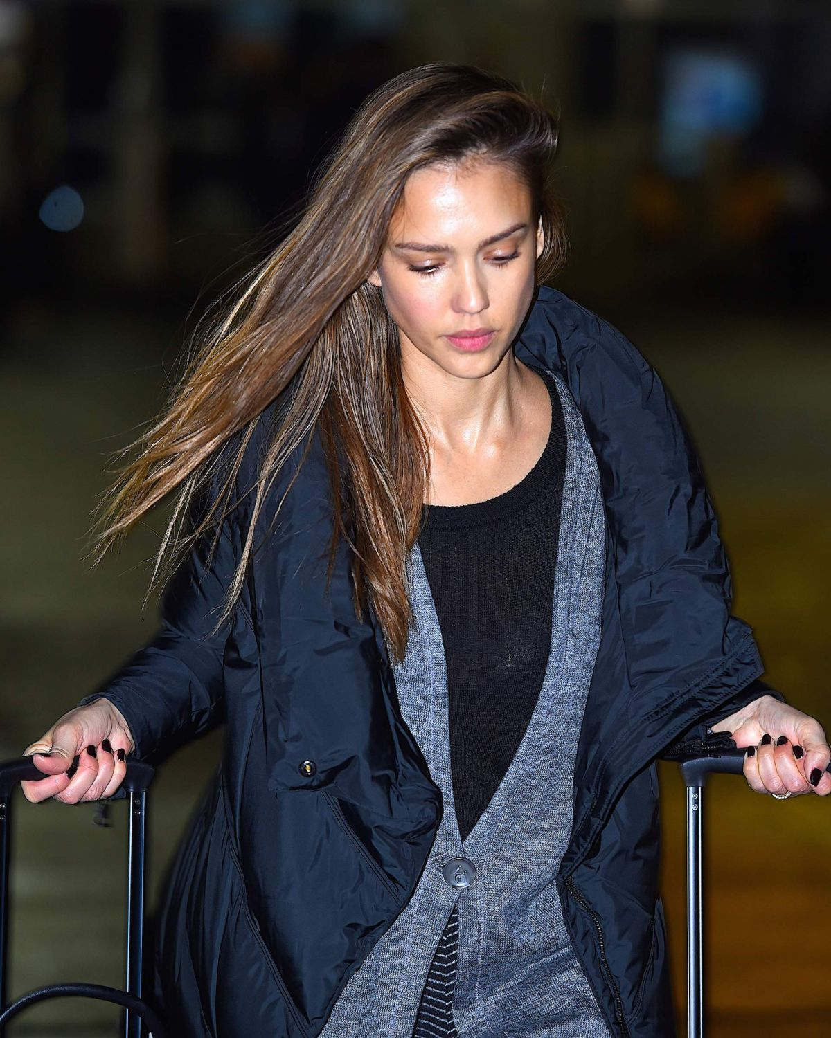 http://www.hawtcelebs.com/wp-content/uploads/2017/01/jessica-alba-at-jfk-airport-in-new-york-01-22-2017_12.jpg
