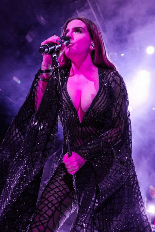 JOANNA JOJO LEVESQUE Performs on Tour at Koko in London 01/17/2017