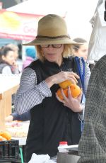 JULIE BOWEN Shopping at Farmer