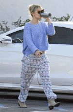 KATE HUDSON Out and About in Brentwood 01/06/2017