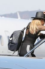 KHLOE KARDASHIAN Boarding a Private Jet in Los Angeles 01/26/2017