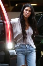 KOURTNEY KARDASHIAN Arrives at an Art Class in Los Angeles 01/03/2017