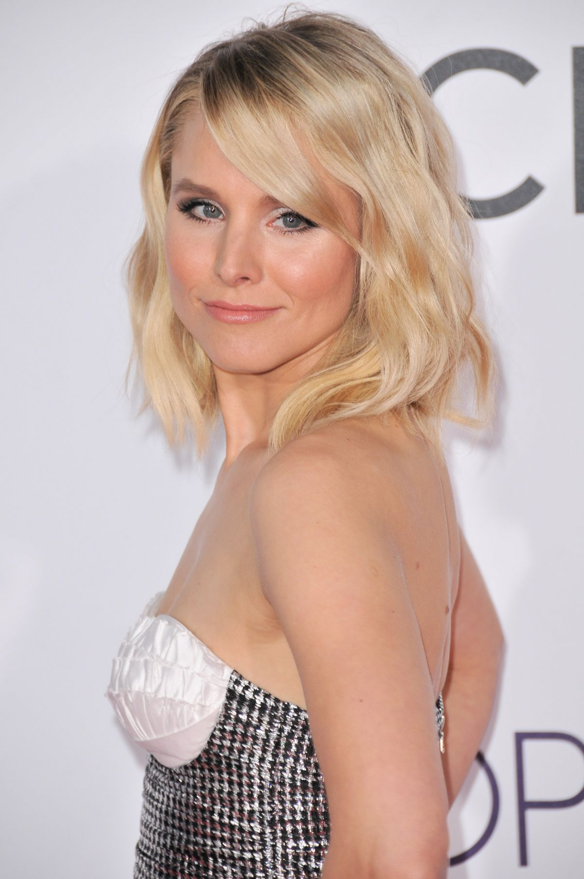 KRISTEN BELL at 43rd Annual People's Choice Awards in Los ...