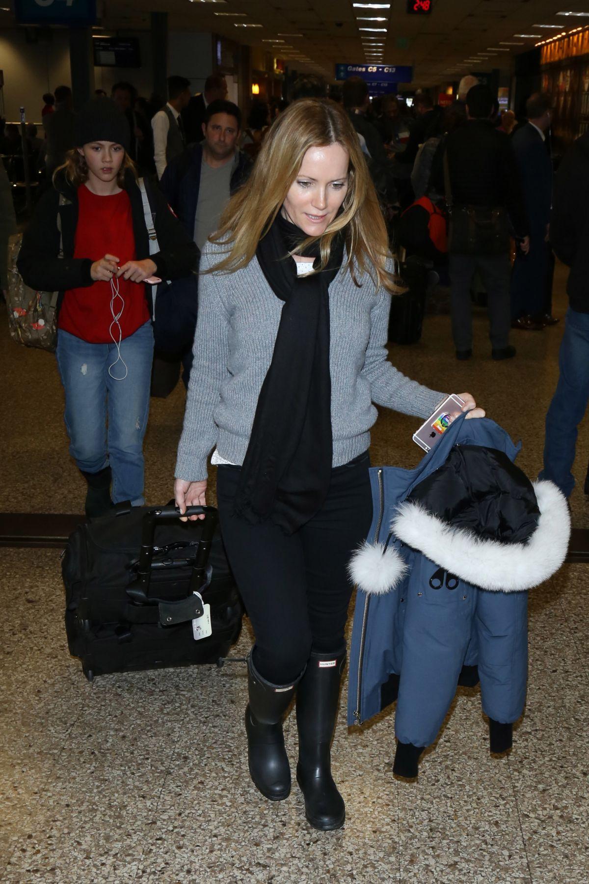 LESLIE MANN Arrives in Salt Lake City 01/19/2017