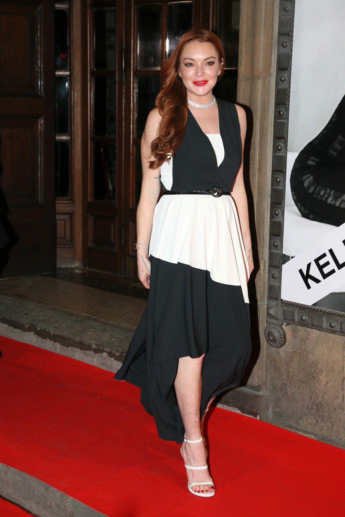 LINDSAY LOHAN at luisaviaroma firenze4ever Fashion, Music ... Lindsay Lohan 2017
