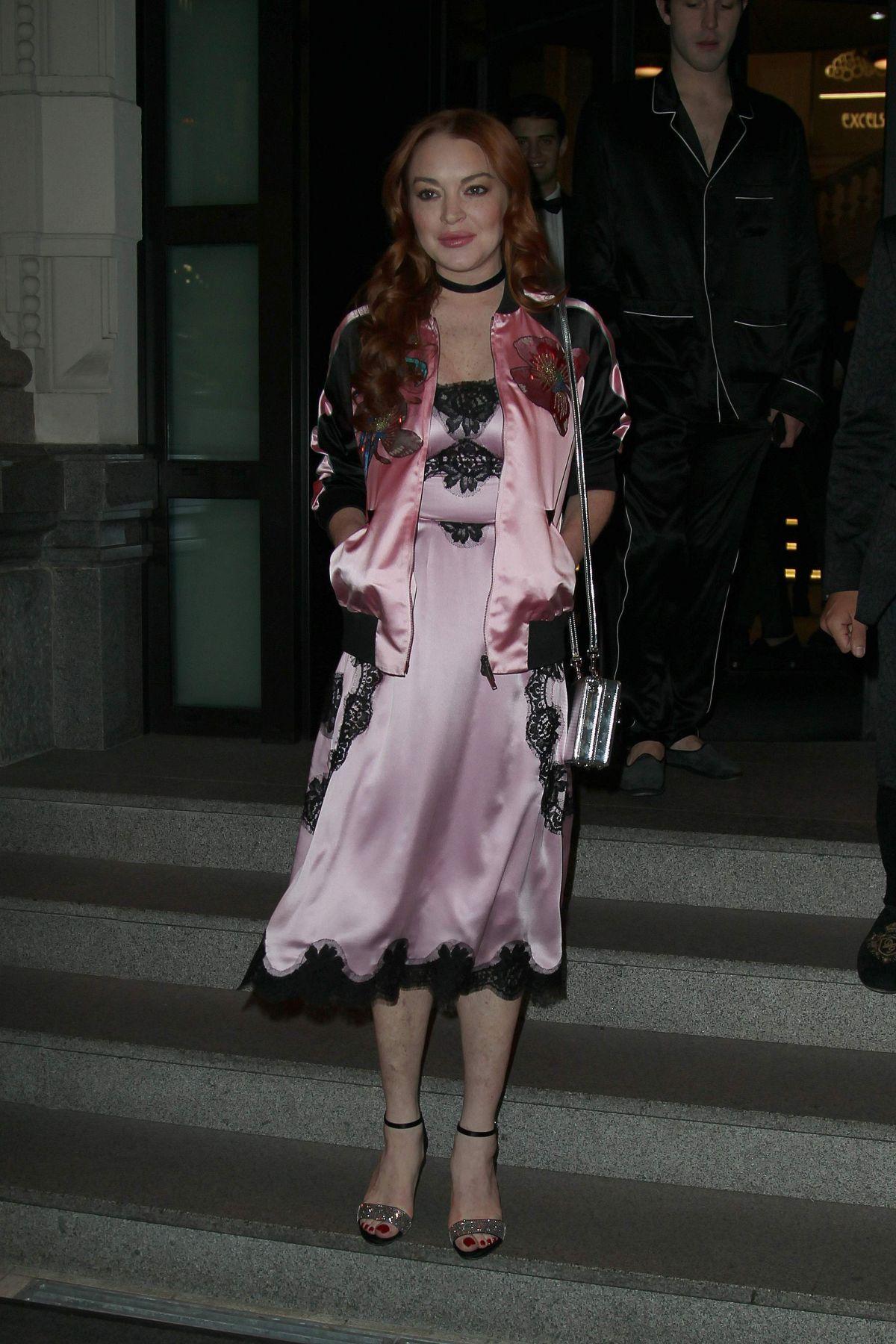 LINDSAY LOHAN Leaves Her Hotel in Milan 01/14/2017 ... Lindsay Lohan