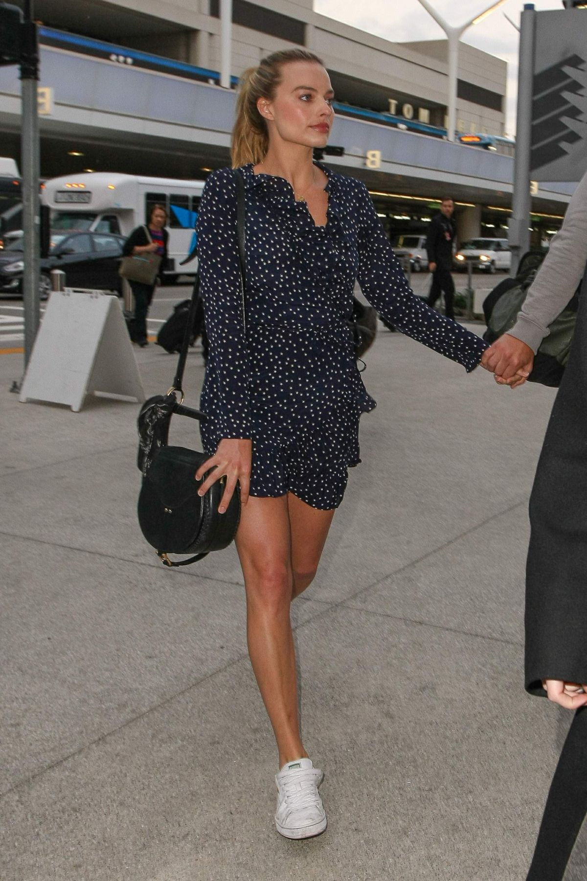 margot robbie at lax airport in los angeles 01022017