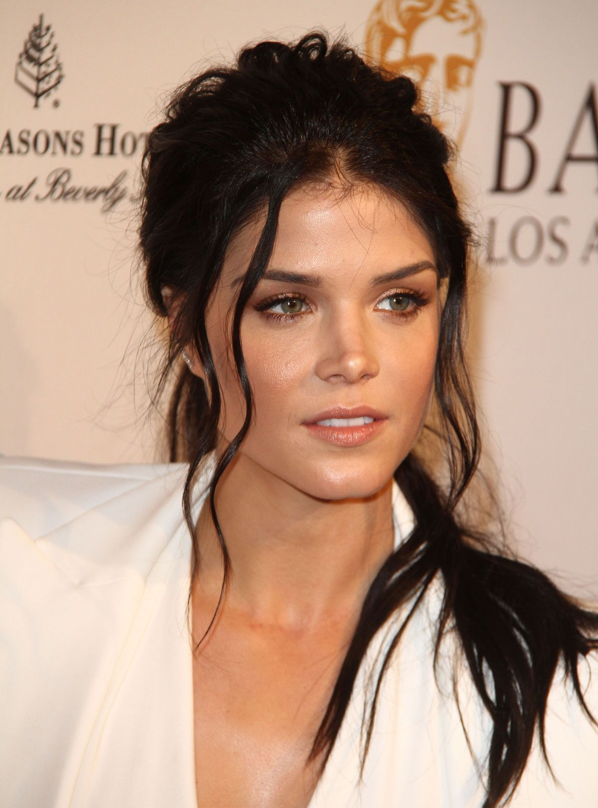 Actress Marie Avgeropoulos Wiki, Bio, Age, Height, Affairs