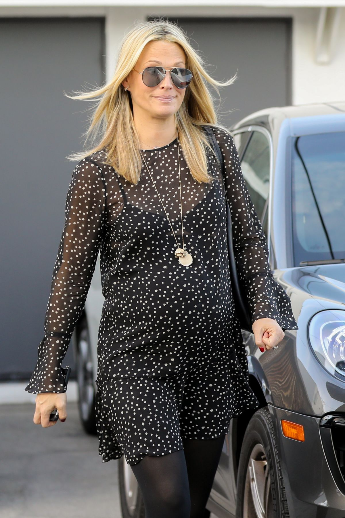 Pregnant Molly Sims Leaves A Hair Salon In Beverly Hills 01 06