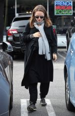 Pregnant NATALIE PORTMAN and Benjamin Millepied Out for Lunch in Los Angeles 01/03/2017