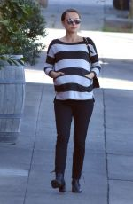 Pregnant NATLIE PORTMAN Out and About in Los Angeles 01/27/2017