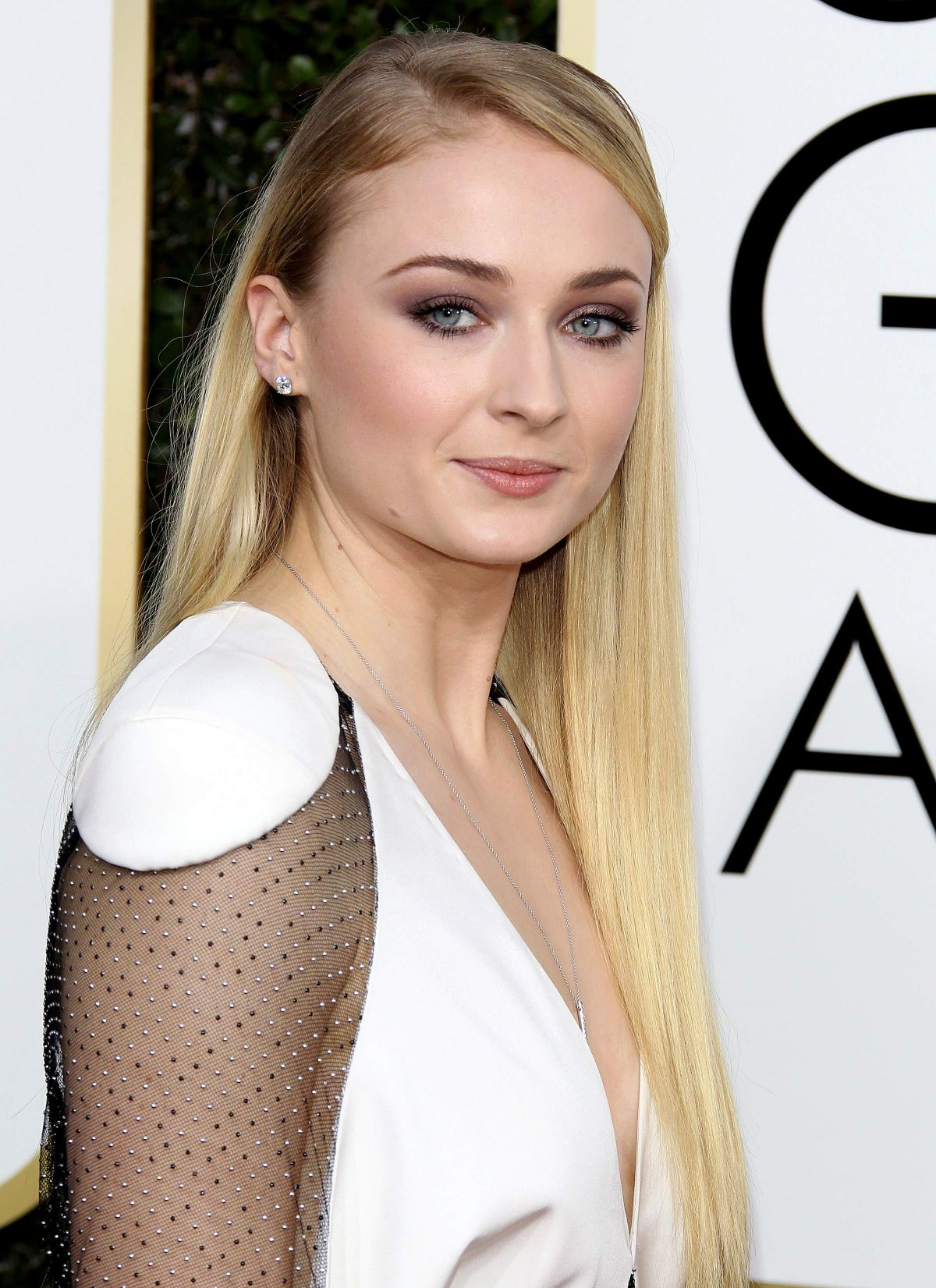 SOPHIE TURNER at 74th Annual Golden Globe Awards in ...