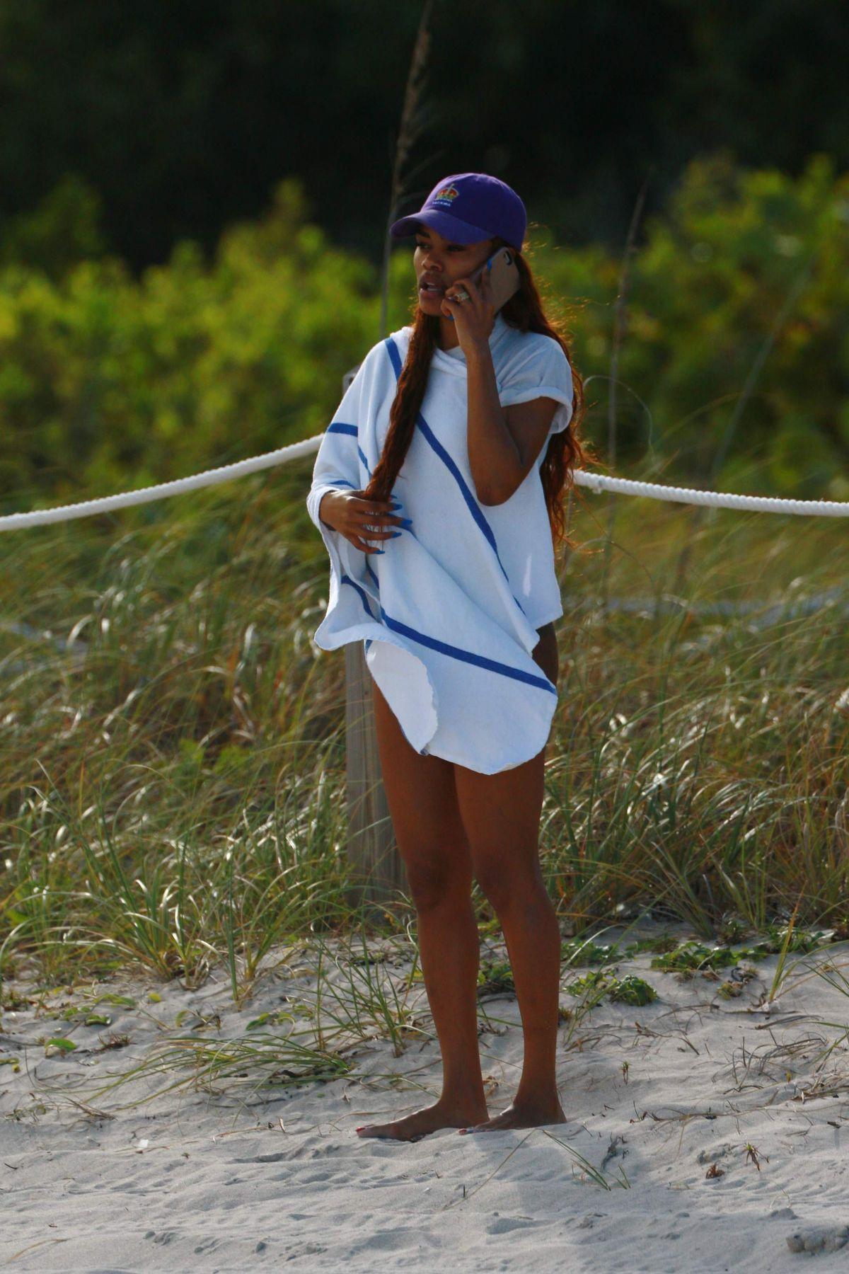 Teyana Taylot in Black Bikini on Miami Beach Pic 7 of 35