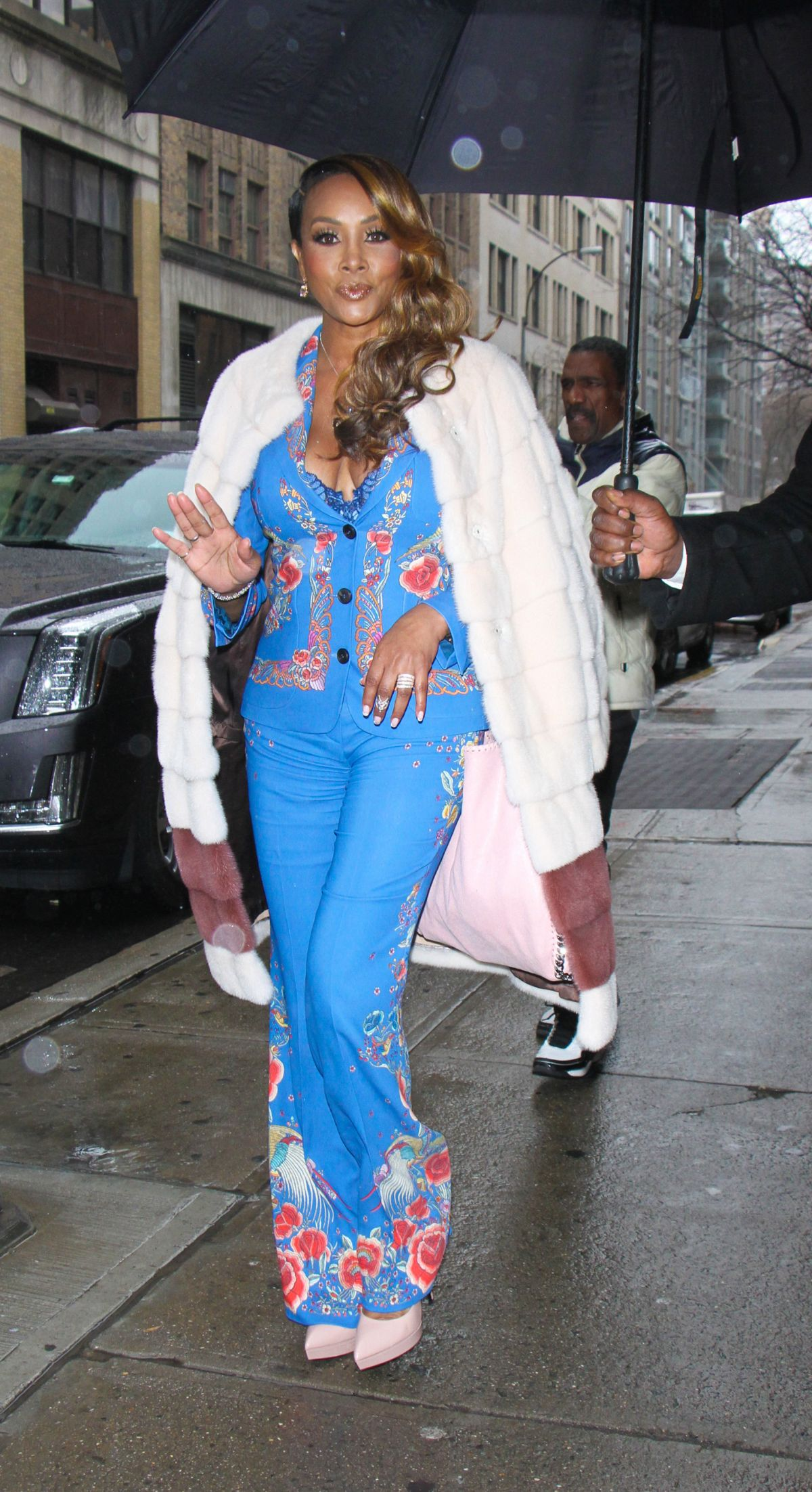 VIVICA FOX Arrives at Wendy Williams Show in New York 01/03/2017   vivica-fox-arrives-at-wendy-williams-show-in-new-york-01-03-2017_2