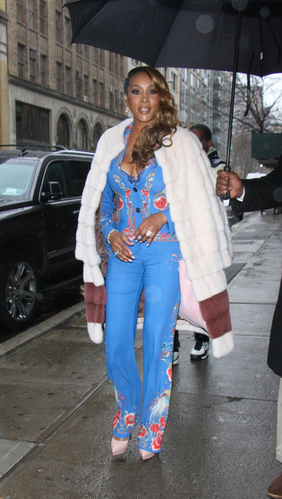 VIVICA FOX Arrives at Wendy Williams Show in New York 01/03/2017   vivica-fox-arrives-at-wendy-williams-show-in-new-york-01-03-2017_3