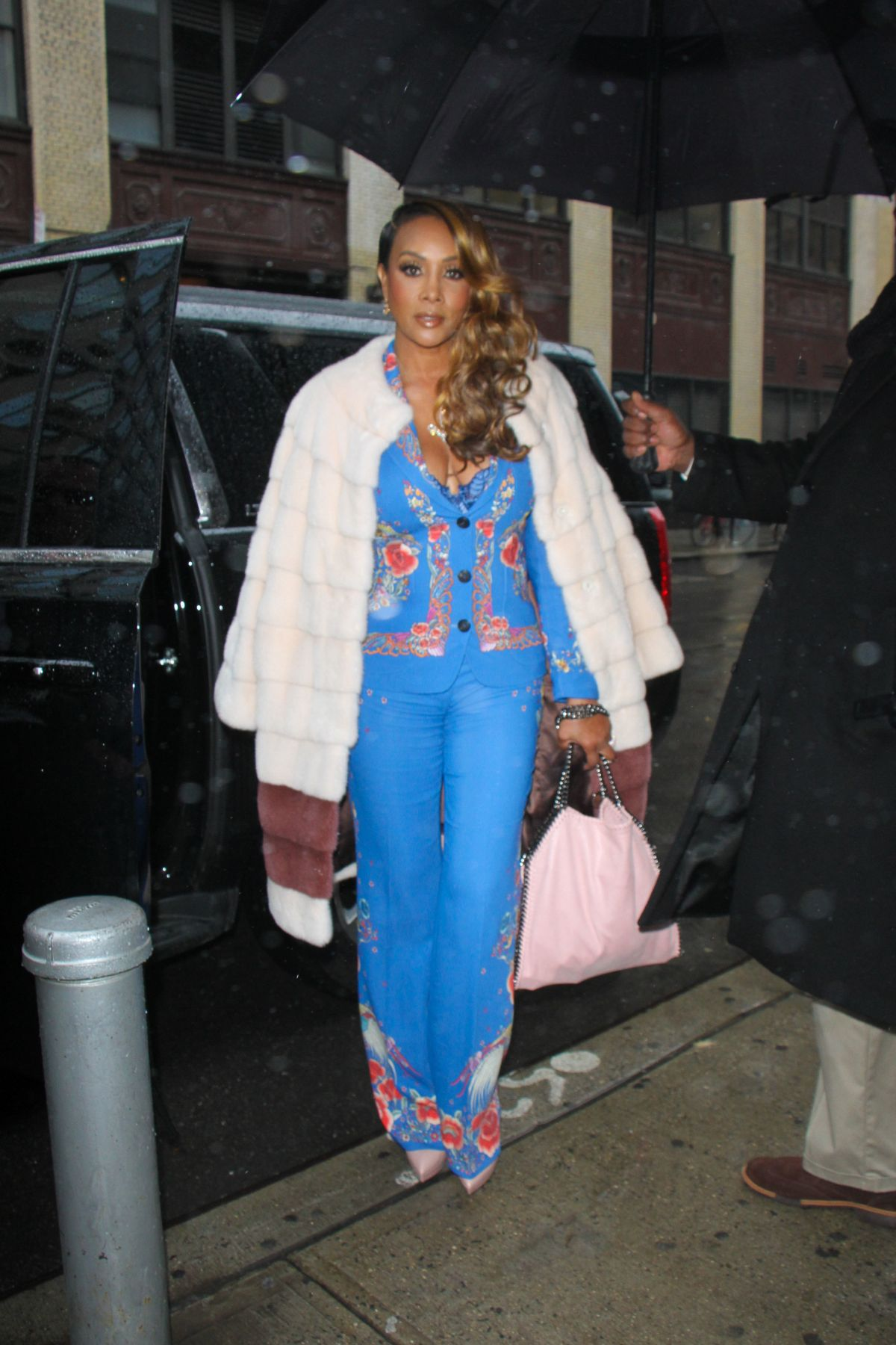 VIVICA FOX Arrives at Wendy Williams Show in New York 01/03/2017   vivica-fox-arrives-at-wendy-williams-show-in-new-york-01-03-2017_6