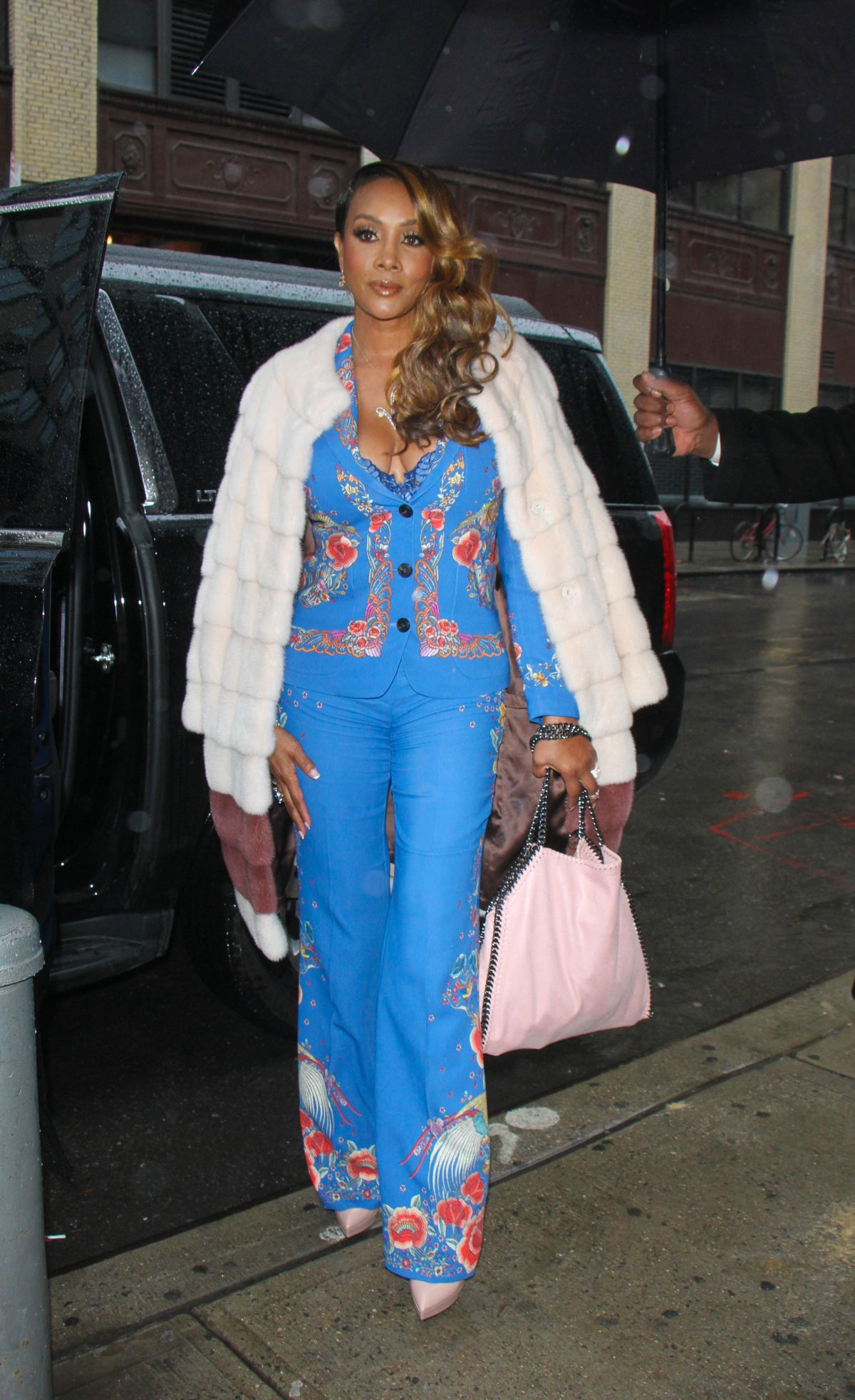 VIVICA FOX Arrives at Wendy Williams Show in New York 01/03/2017   vivica-fox-arrives-at-wendy-williams-show-in-new-york-01-03-2017_7