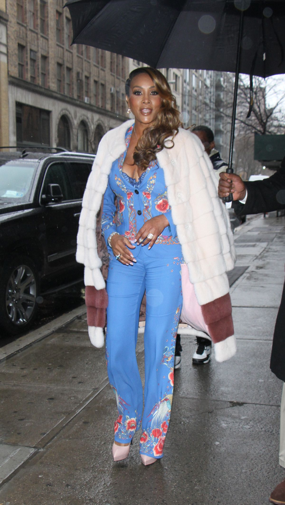 VIVICA FOX Arrives at Wendy Williams Show in New York 01/03/2017   vivica-fox-arrives-at-wendy-williams-show-in-new-york-01-03-2017_8