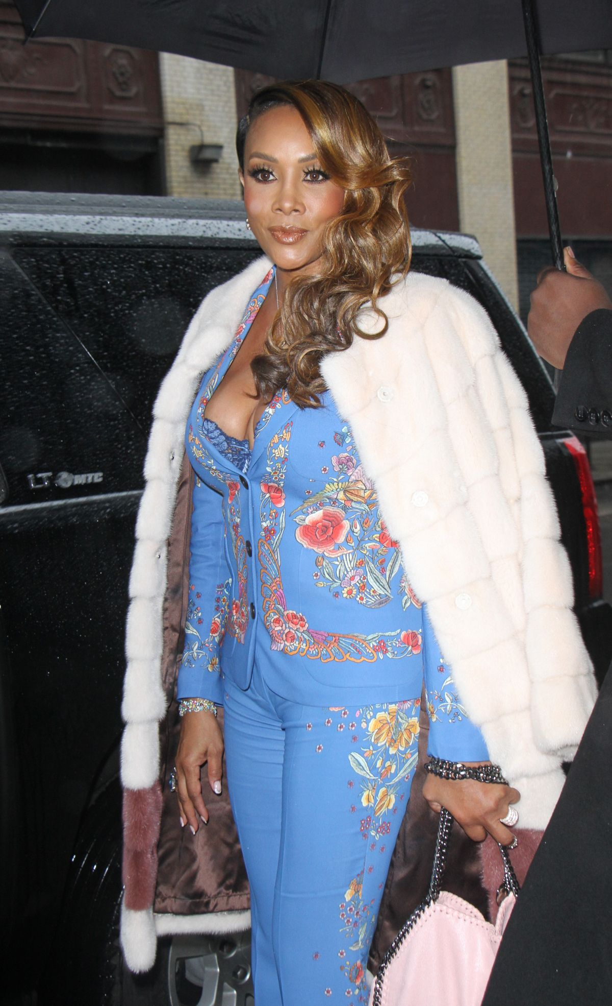 VIVICA FOX Arrives at Wendy Williams Show in New York 01/03/2017   vivica-fox-arrives-at-wendy-williams-show-in-new-york-01-03-2017_9