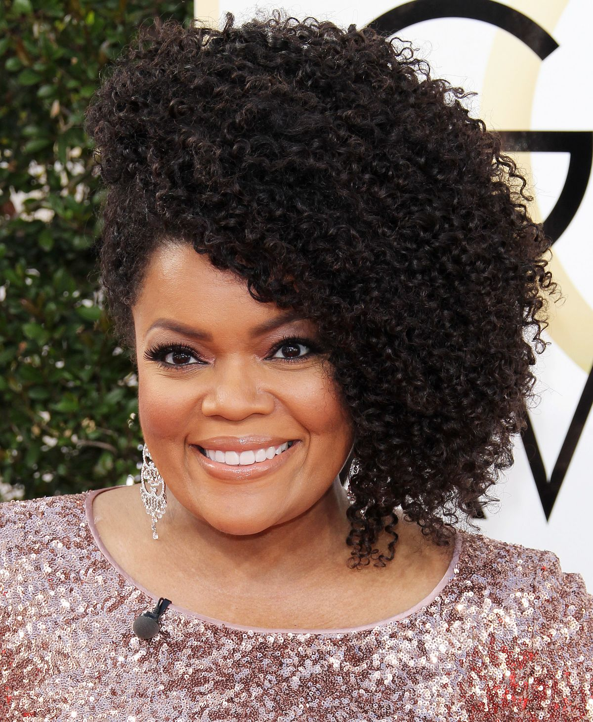 YVETTE NICOLE BROWN at 74th Annual Golden Globe Awards in Beverly Hills 01/08/2017
