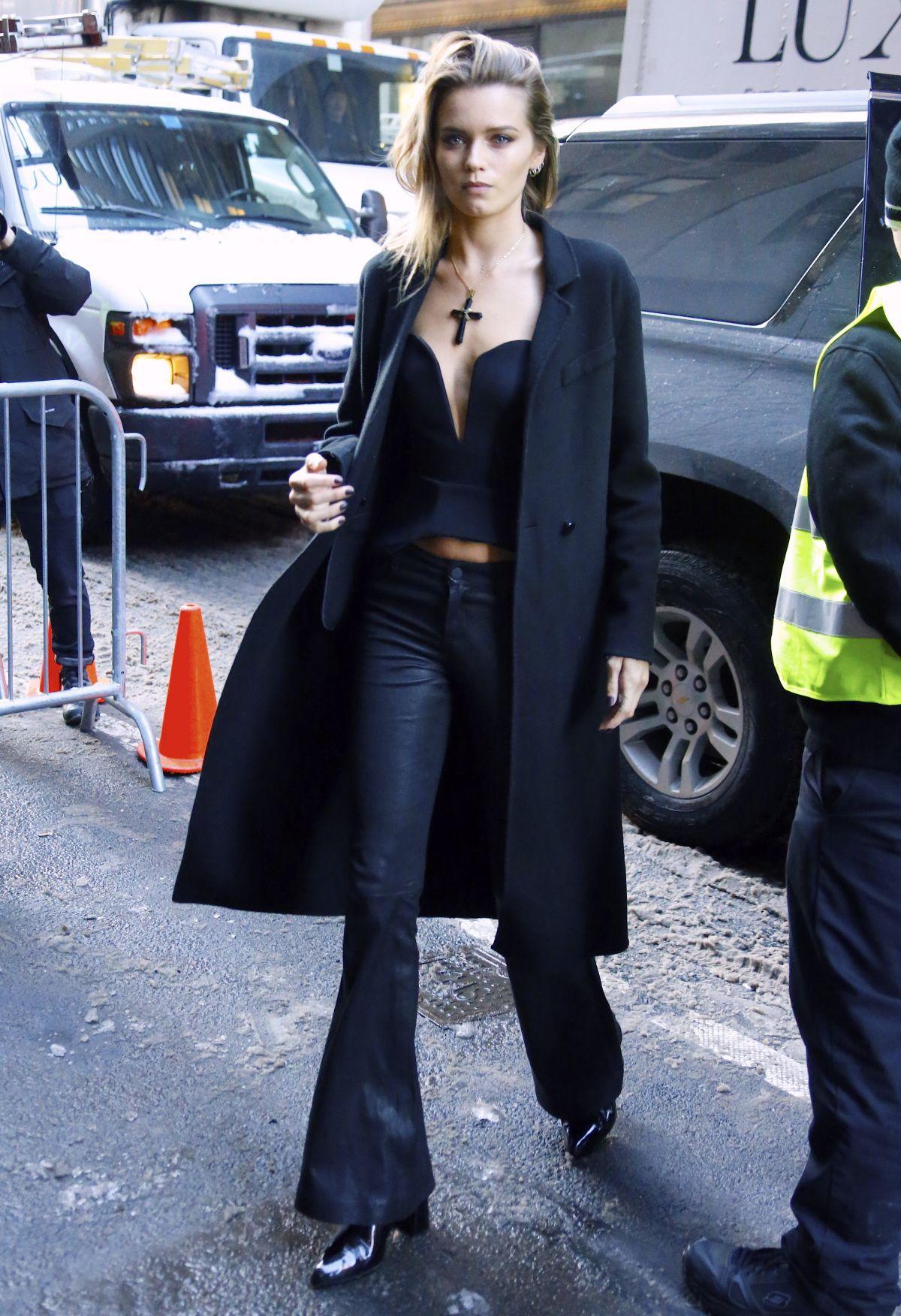 ABBEY LEE KERSHOW Arrives at Calvin Klein Fashion at New York Fashion Week 02/10/2017