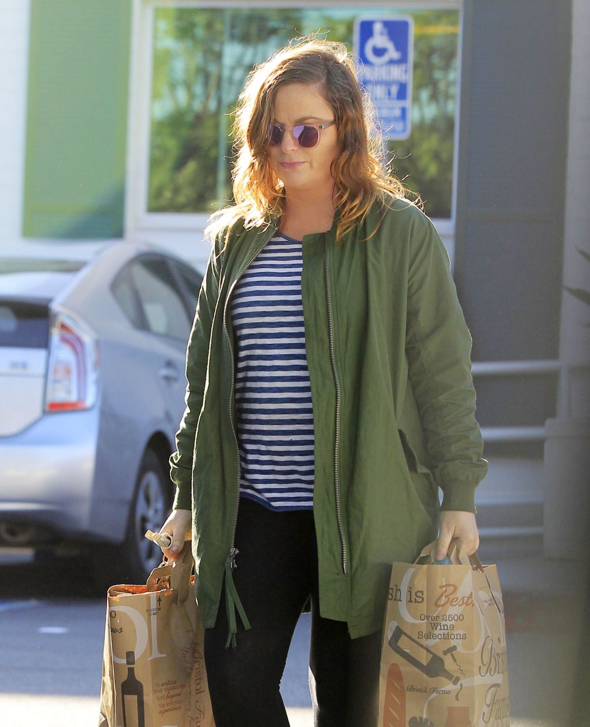 AMY POEHELER Shopping at Bristol Farms in Beverly Hills 02/04/2017