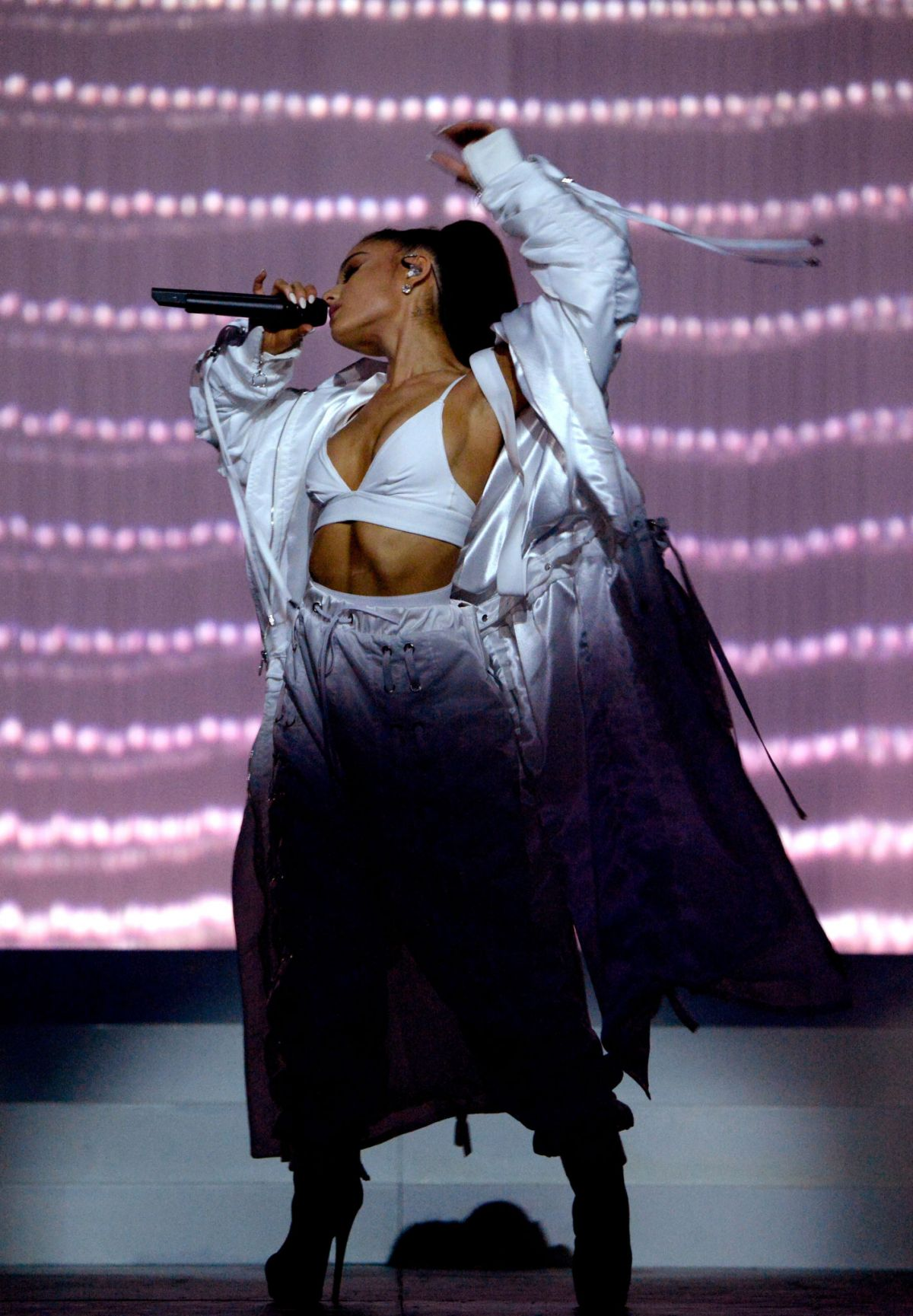 Ariana Grande Performs At Her Dangerous Woman Tour In Phoenix 02 03