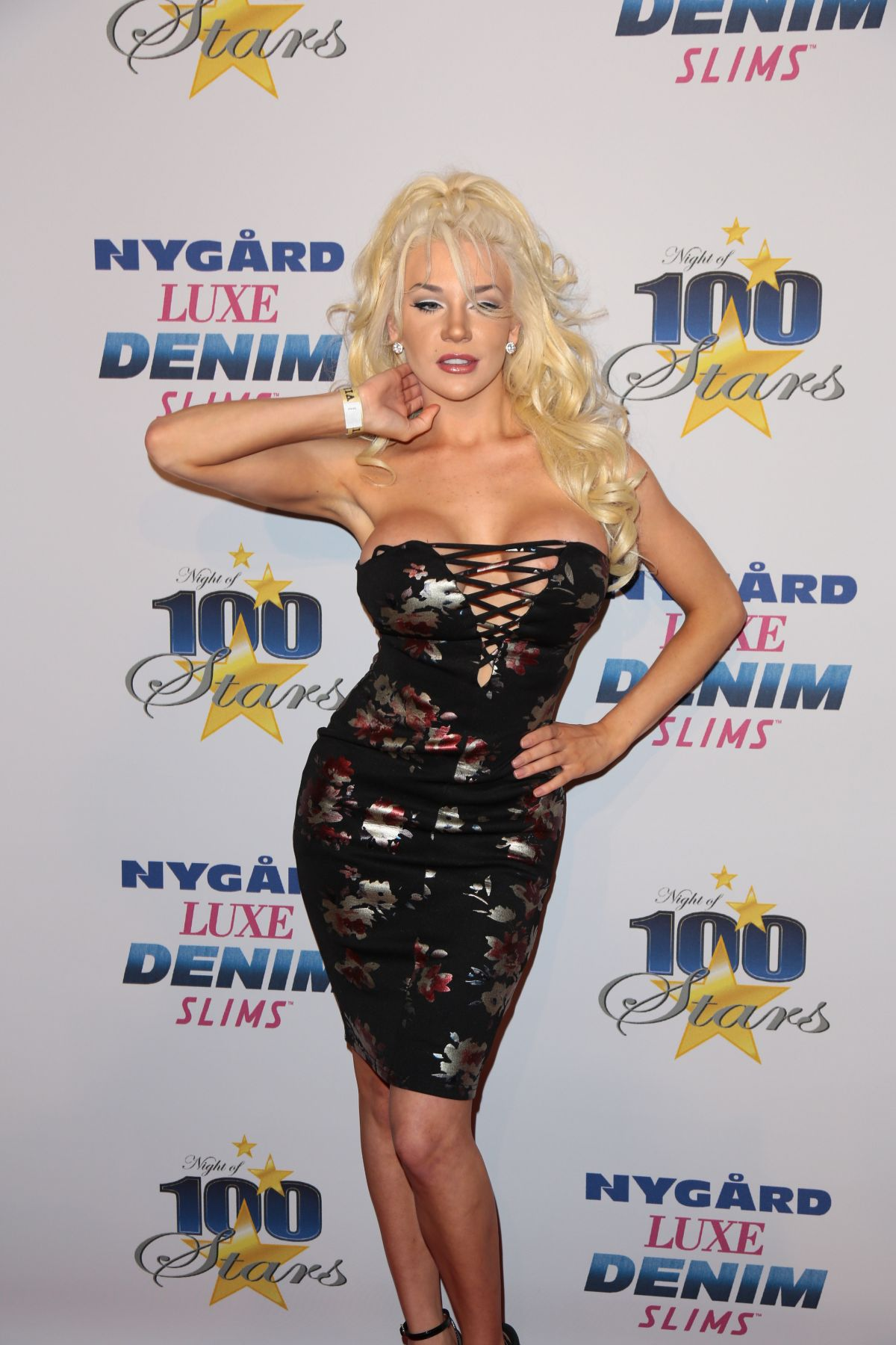 COURTNEY STODDEN at 27th Annual Night of 100 Stars Black